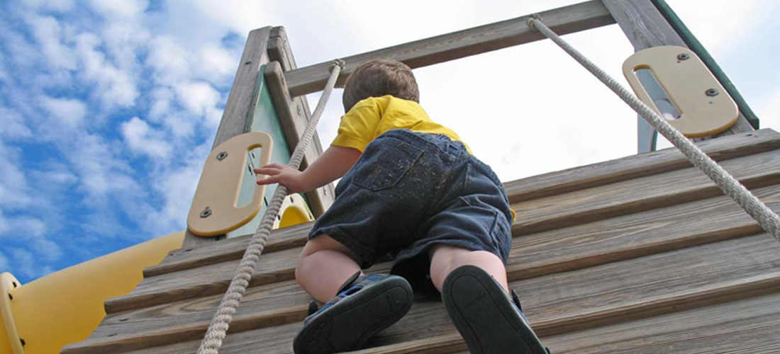 Children who engage in risky outdoor play see greater physical and social health benefits. Photo: Flickr